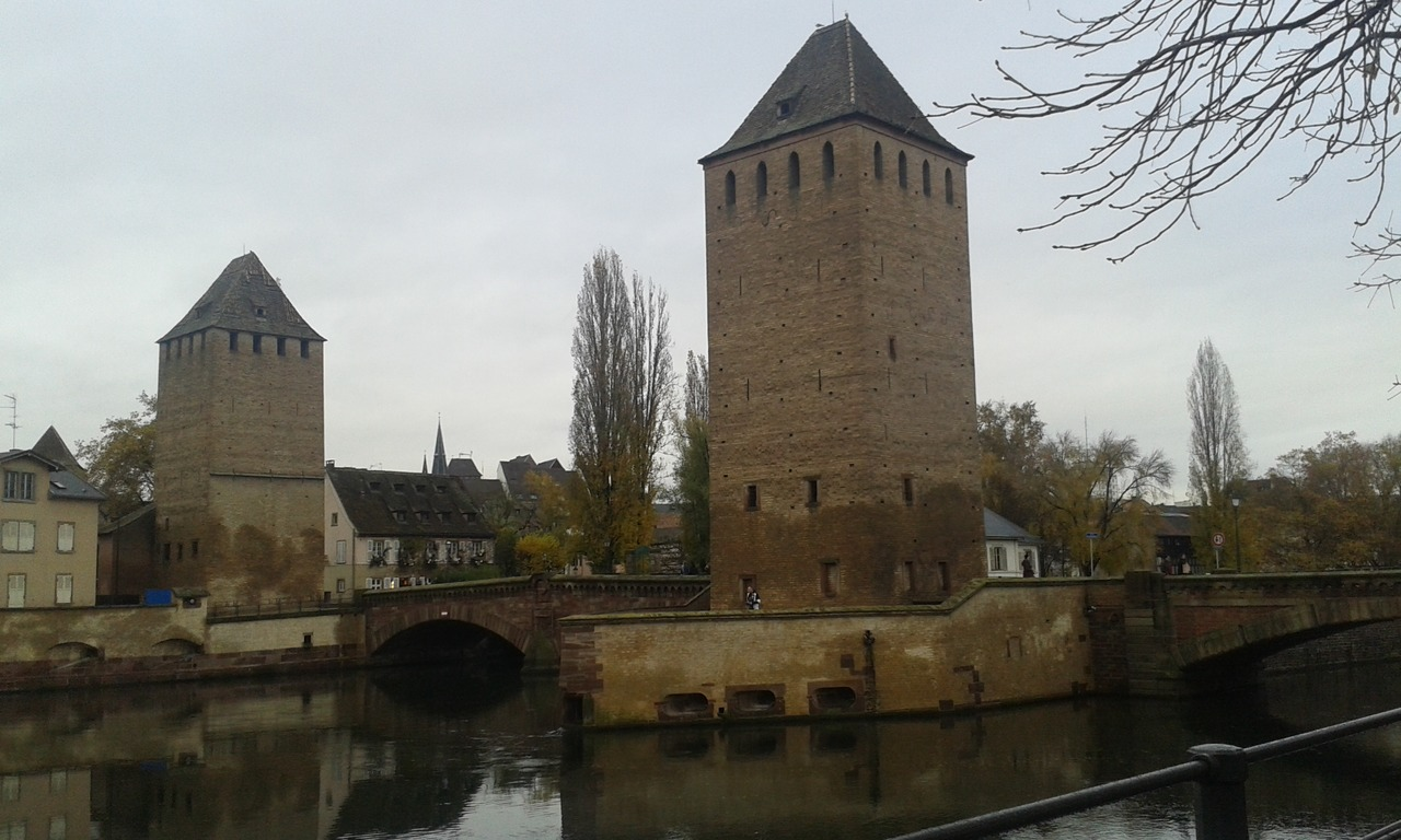 http://thetrawheeler.com/wp-content/uploads/2017/07/Ponts-Couverts.jpg